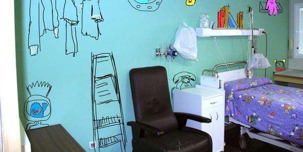 Studenti dipingono l'ospedale per donare un sorriso ai bambini malati di cancro (FOTO)