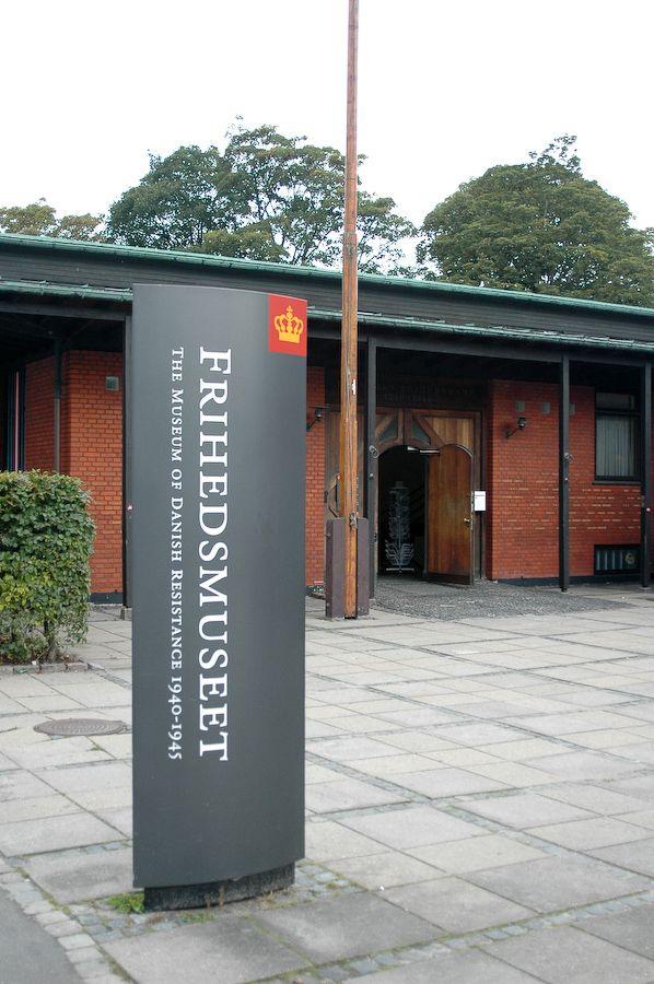 Det er en fornøjelse at gå rundt på museet, og kigge på de mange gamle sager som blev brugt af frihedskæmperne under anden verdenskrig. Opfindsomheden har været stor, så der kan ses alt fra hjemmetrykkeri til anuspatroner, som blev brugt til at smugle diverse ting og sager i.. #Frihedsmuseet #Museum