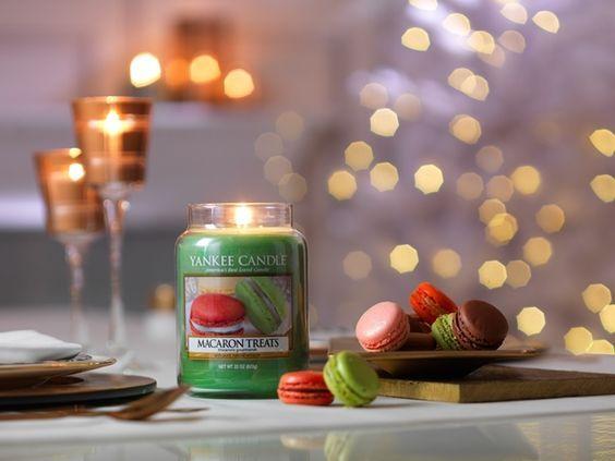 Macaron Treats  En klassisk, Parisisk sötsak med doft av vanilj, mandel och socker.  Doften tillhör serien Holiday Party och finns i Classic sortimentet me La Jar, M Jar, S Jar, votiveljus, tealights och wax för aromalampor. #YankeeCandle #Jul2016 #MacaronTreats