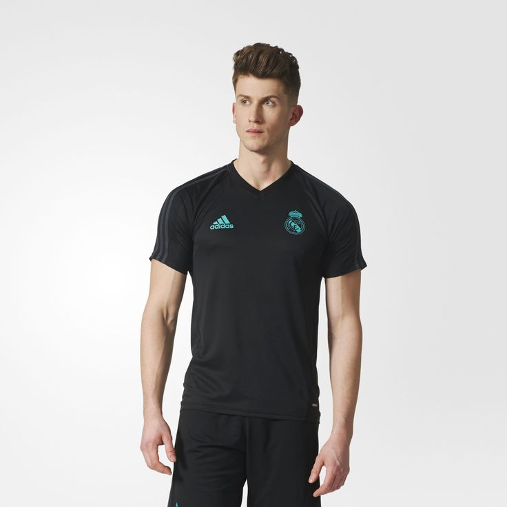 Practice makes perfect. Perfect makes history. This men's soccer training jersey is the same one Real Madrid's record-breaking players wear when they prepare for games. Designed for a slim fit and made from lightweight fabric.