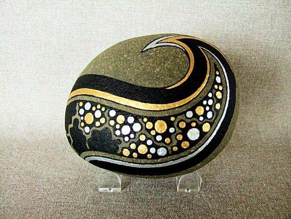 3D Kunst Objektkunst einzigartige gemalt Rock Originalkunst unterzeichnet Home Decor Decor Galaxie Sterne Bürogestaltung Gold Silber Schwarz das perfekte Geschenk von IshiGallery auf Etsy https://www.etsy.com/de/listing/22224136/3d-kunst-objektkunst-einzigartige-gemalt