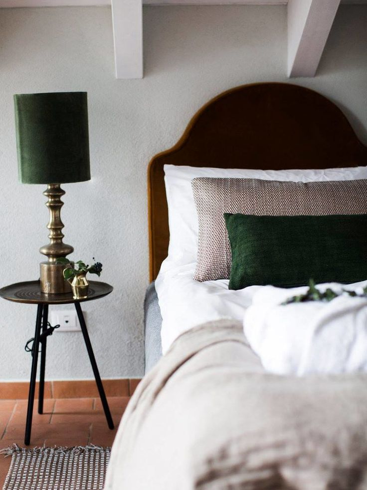 Villa La Madonna Piemonte Green Tiled Hotel Bedside Green Lamp