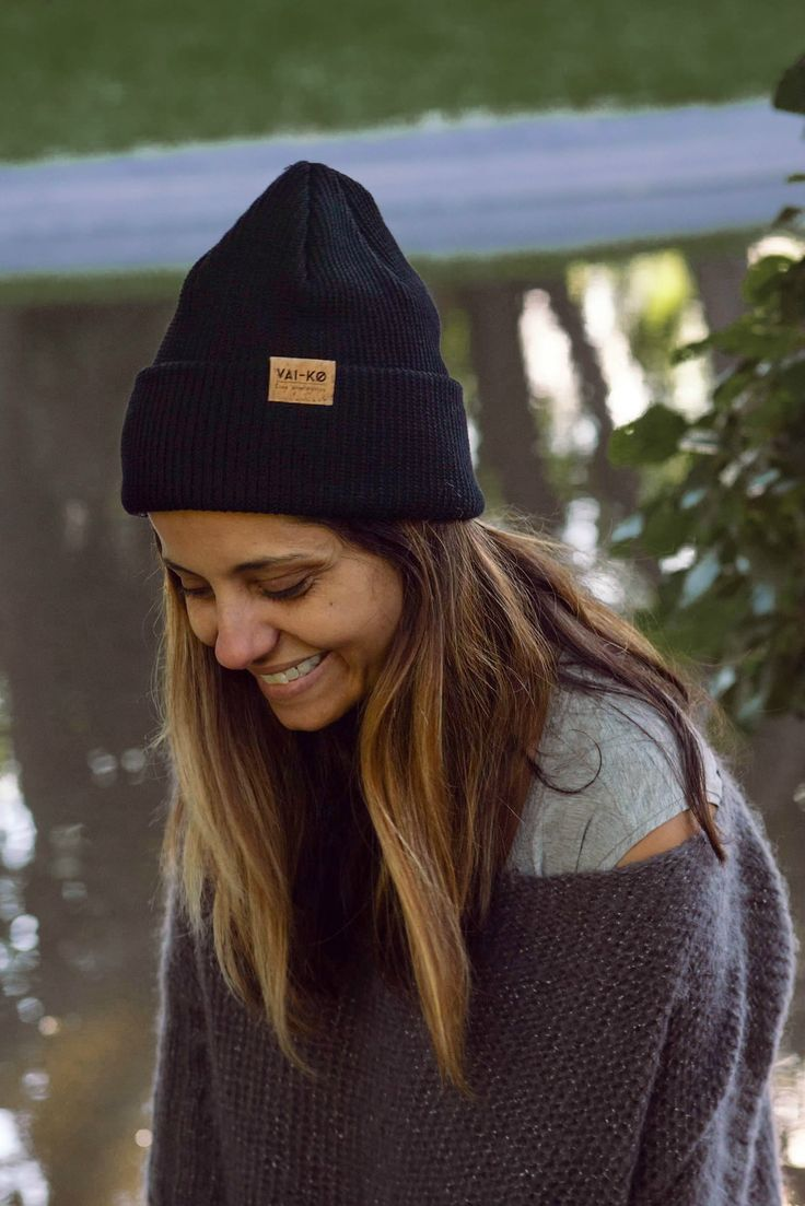 Summer outfit for Women. Cozy outfit with a beanie by VAI-KØ.