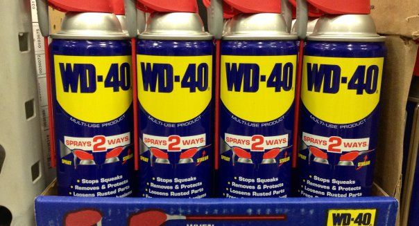 20 Unusual but Handy Uses for WD-40, Indoors and Out. EXAMPLES: Remove stickers, decals, price tags and tape, scuff marks, dried toothpaste stains; Dissolve glues. Remove coffee stains, chewing gum, permanent marker from dry-erase boards, crayon, colored pencil, modeling clay and Silly Putty;Separate stuck Lego building bricks; clean grass stains, paint and dog poop off shoes.