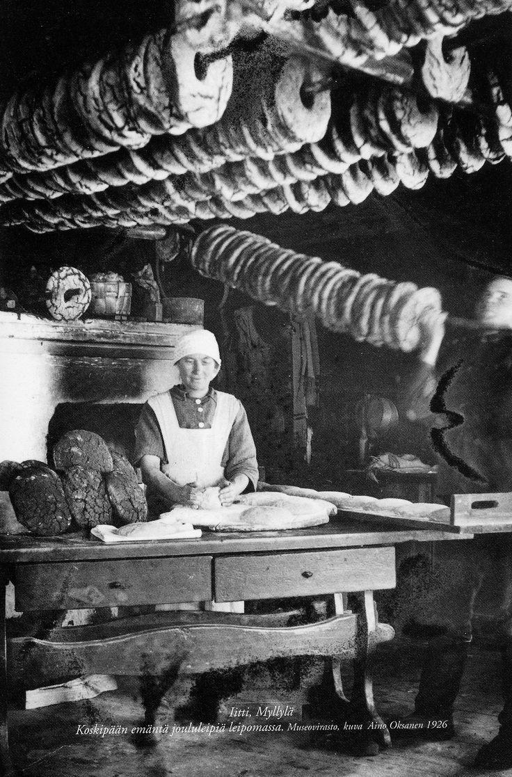 The housewife of Koskipää (farm) making bread for Christmas in Iitti, Myllylä, Finland. ~ Photo: Aino Oksanen, 1926.