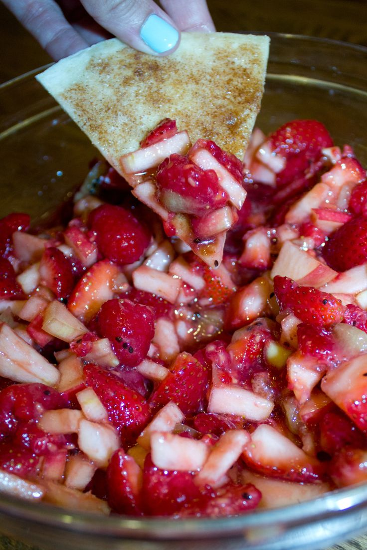 Fruit Salsa with Baked Cinnamon Chips | The Thread Affect