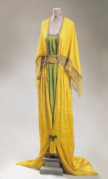 Poiret Oriental gown, Spring 1913. I look like jaundice in yellow, but still love this.//like the two tone, higher neck