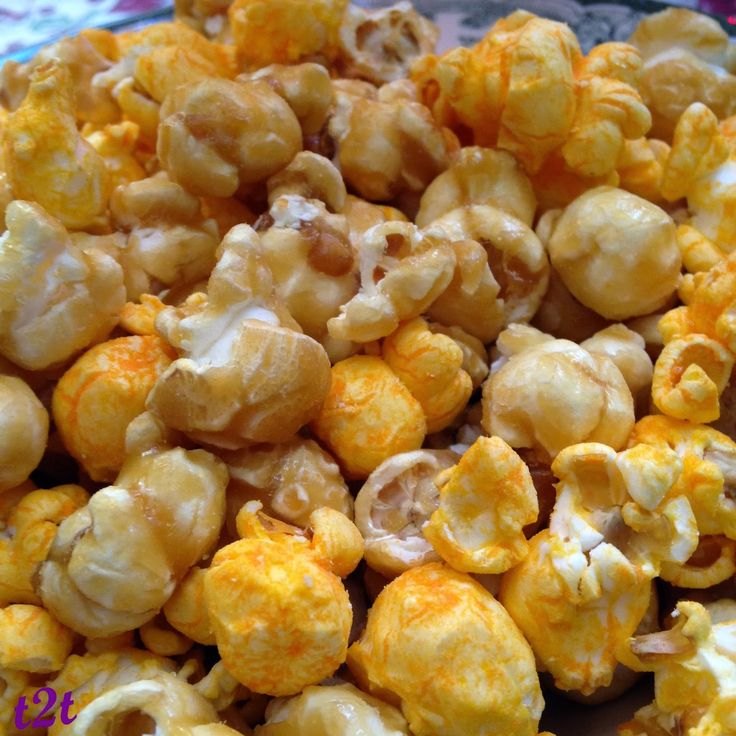 Homemade Chicago-style Popcorn: caramel corn + cheddar corn