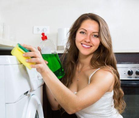 Jak čistit pračku: stačí chvilka času alespoň párkrát za rok