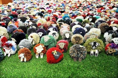 Some of the pompom sheep in Flock / dat is nog eens een kudde schapen