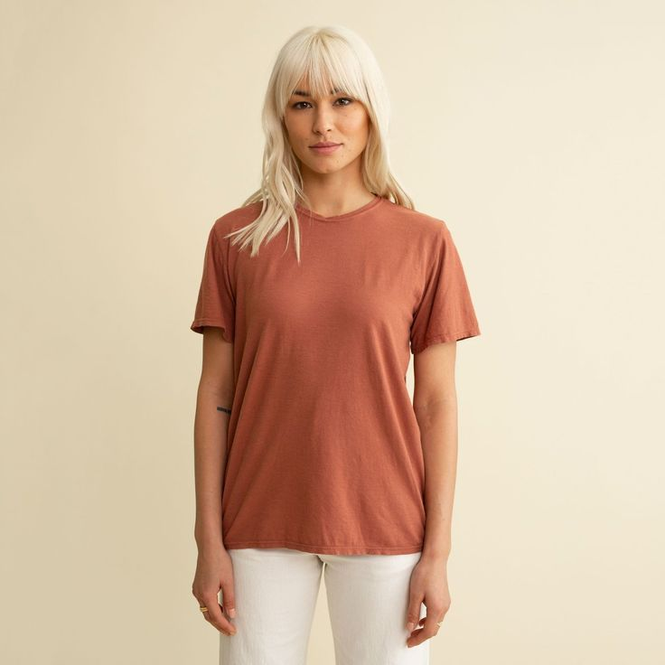 The Ojai Tee is lightweight, super soft, with a perfect open neckline. 30% Hemp / 70% Organic Cotton Jersey. (slightly lighter weight than the Lorel Tee.) FIT: Women's Sizing. Men should size up. See Unisex sizing guide below. Unisex Sizing Guide: All Jungmaven tees are 'Unisex'. When a style is designated as 'Men's Sizing' or 'Women's Sizing' that is simply meant as general reference to what you can anticipate regarding fit (ie. Men's Sizing will run larger; Women's Sizing smaller and… Outfits For Teens, Cool Outfits, Hemp Fabric, Capsule Wardrobe, Cap Sleeves, High Fashion, Organic Cotton, Clothes For Women, Women's Tees