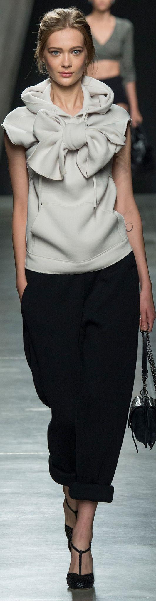 Bottega Veneta Spring 2015 Ready-to-Wear Fashion Show