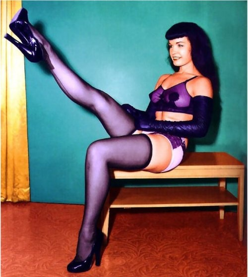 Betty Page Photos: 31 Best Bettie Page In Color Images On Pinterest