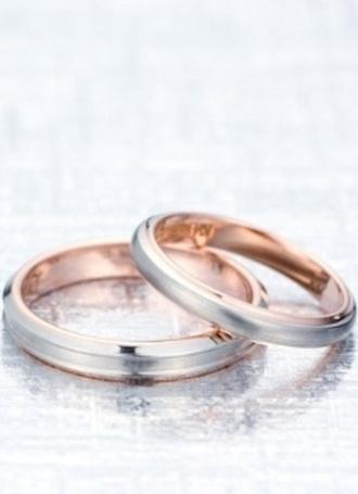 遥-haruka-  HR-269、271  シンプルで肌馴染みの良いリング~HR-269・271~。シンプルなピンクゴールドとパラジウムのコンビリング。華奢なデザインなので、リングを着けることに慣れていない方でも抵抗なく着けることができる。    遥-haruka-    HR-269 and 271 Ring HR-269 and 271 with simple and sufficient skin familiarity .   The pair ring of simple pink gold and palladium.   Since it is a delicate design, it can stick without resistance even in the direction which is not used to sticking a ring.