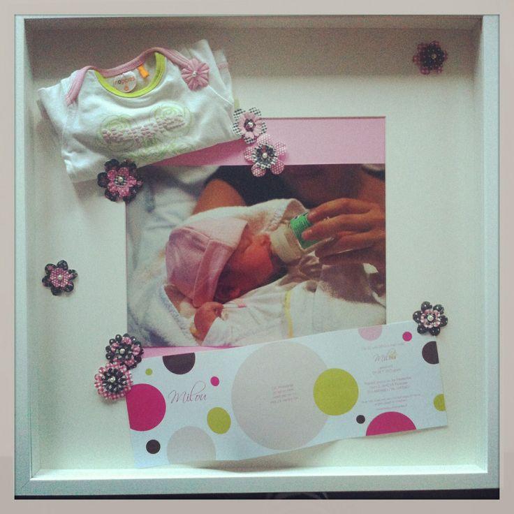1e setje en geboortekaartje op een leuke manier bewaren. In een Ikea 3D fotolijst!