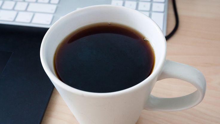 ICYMI: Lo pillan masturbándose en la cafetera del trabajo.