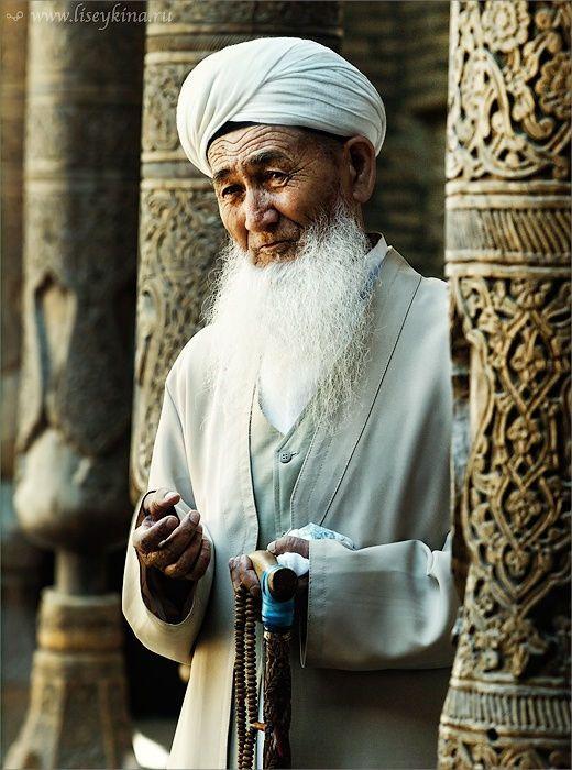 Old Uzbek man in Khiva Mosque