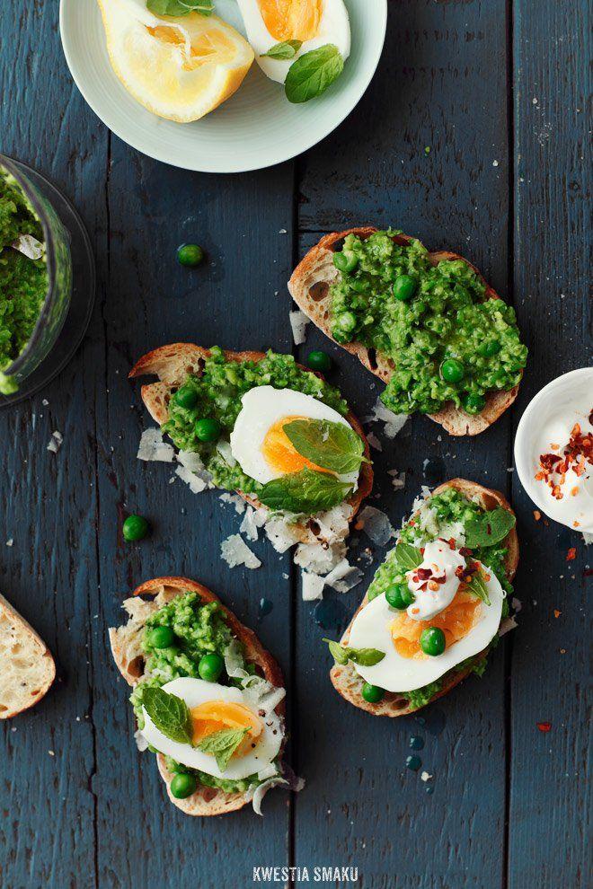 Kanapka z jajkiem i pesto z groszku