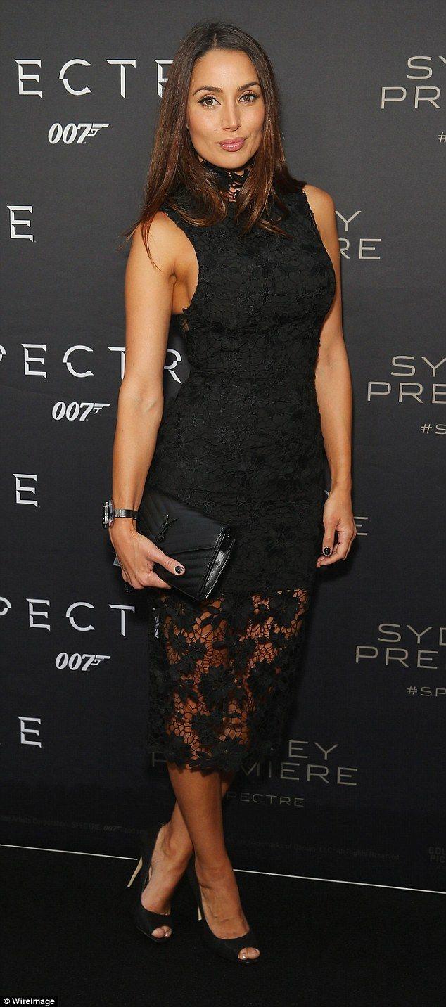 Bebe black lace overlay v neck kardashian dress vma