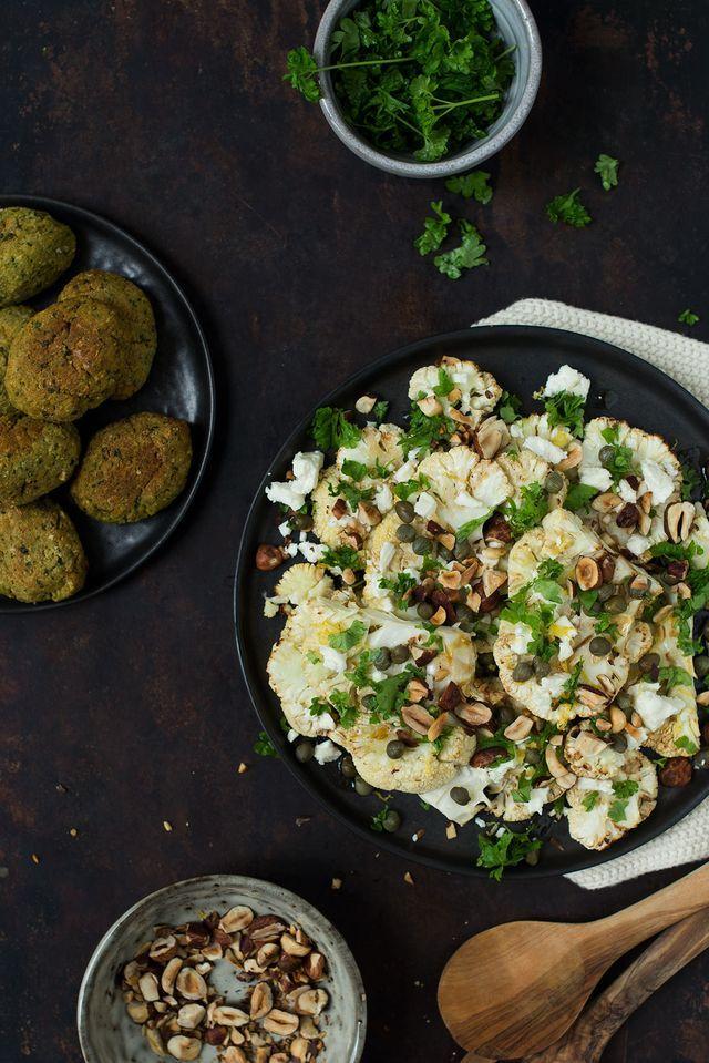 Opskrift: Salat med bagt blomkål, feta og ristede hasselnødder | Frk. Kræsen | Bloglovin'