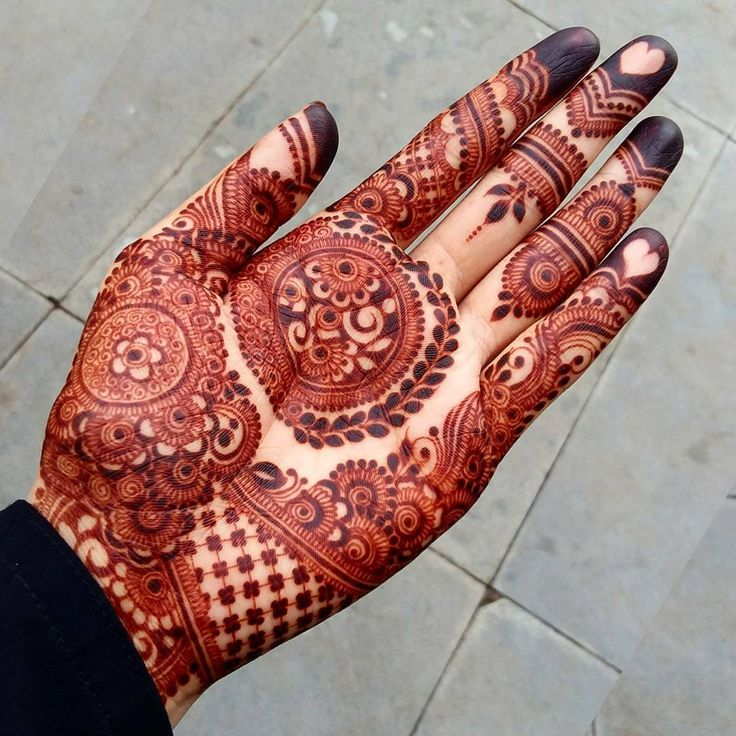 "7,455 Likes, 37 Comments - ✨ Daily Henna Inspiration ✨ (@hennainspo_) on Instagram: ""wow by @mehndibyhayat ❤ . . . #henna #mehndi #ibeautydaily #whitehenna #wakeupandmakeup…"""