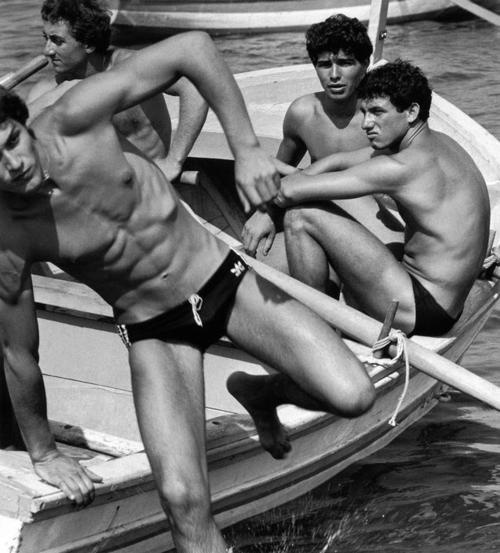 Ferdinando Scianna, Young people on a boat, Bagheria 1980