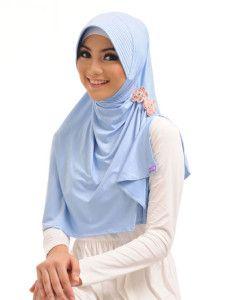 Ghina l Nadita    Aplikasi bunga pada salah satu bahu menjadikan bergo panjang belah samping ini terlihat lebih stylish.    Note : ciput dijual terpisah  http://jilbabmodis.net/elzatta-hijab/ghina-l-nadita