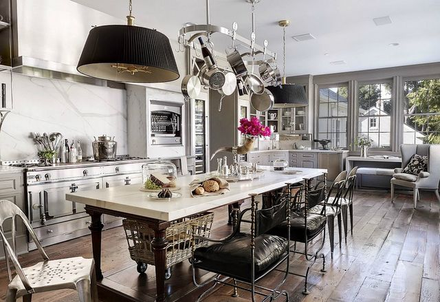 WOW kitchen.  From Veranda magazine House of Windsor: