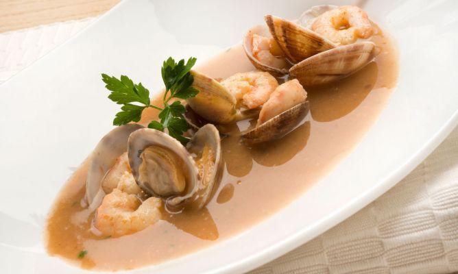 Karlos Arguiñano - Receta de Sopa de pescado con gambas y almejas.