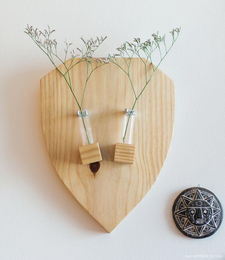 Detalhes de decoração: suporte de pinus com vasinhos.
