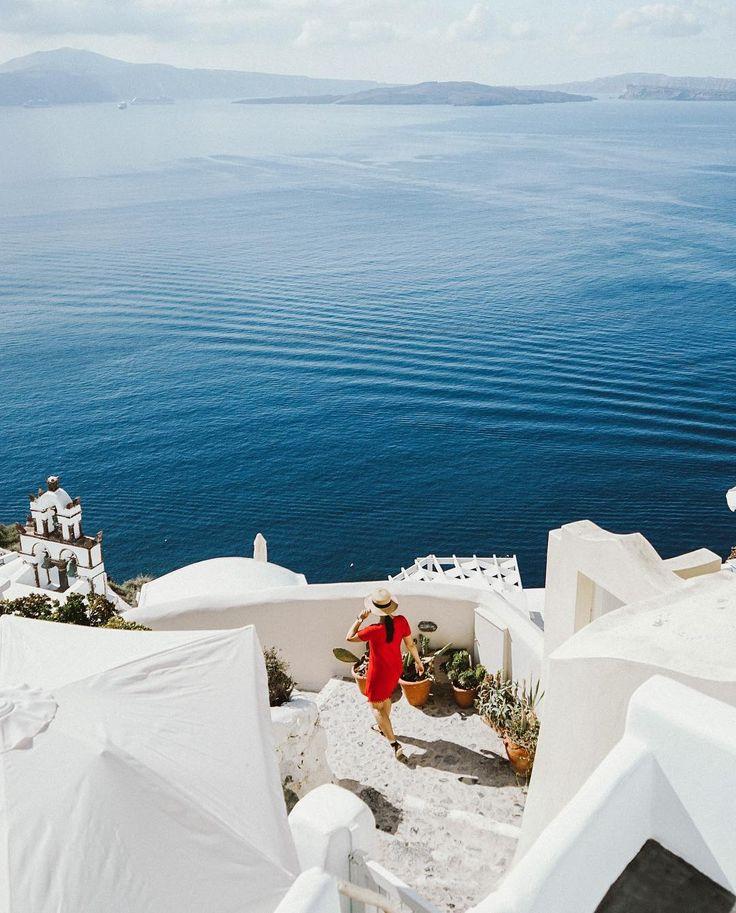 Last one from the Greece archives a stroll along Oia's cliffside paths  #btingreece #Santorini