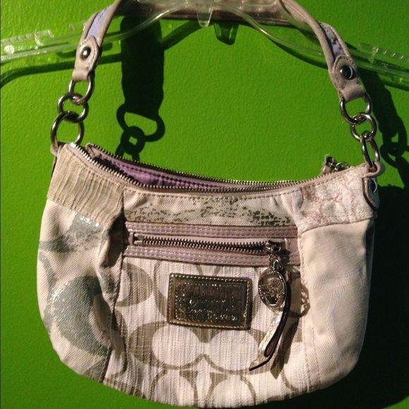 Coach purse Pre owned very clean coach purse!  Super cute! Coach Bags