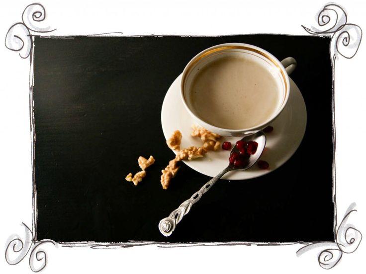 Maronicremesuppe, mit Walnüssen und Granatapfelkernen garniert - Ein Rezept zum Aufmuntern für Regentage und um Gäste zu beeindrucken ;)