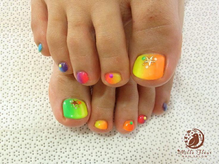 Neon Toe nails design