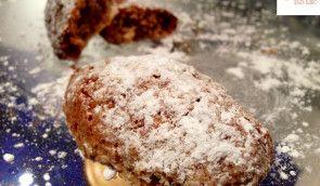 I RICCIARELLI sono dei tipici #biscotti di #natale della città si Siena. I #ricciarelli sono realizzati con le mandorle, gli albumi e lo zucchero. Per un ottimo risultato finale l'impasto va lasciato riposare 12 ore prima di essere utilizzato! Ecco la #ricetta del #dolcehttp://www.dolcisenzaburro.it/biscotti-senza-burro/ricciarelli/ #dolcisenzaburro healthy and light dessert sweets cake
