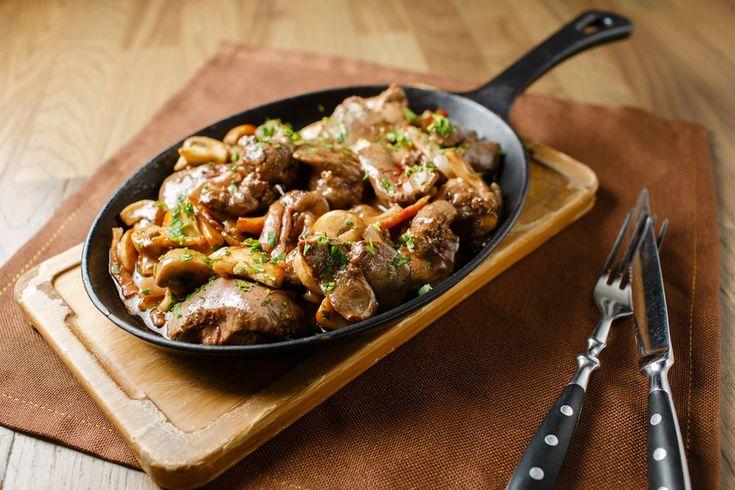 Fűszeres, hagymás-baconös csirkemáj - Így nem fog fröcsögni az olaj