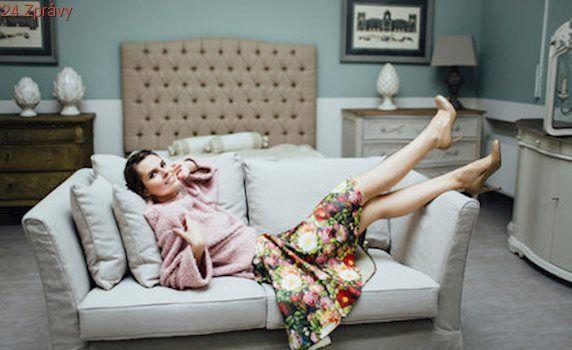 Česká móda: Elegantní oblečení, které respektuje ženské tvary, si zamilujete