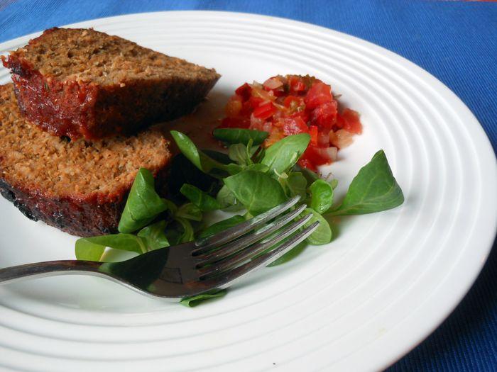 Hagyományos fasírt BBQ szósszal (marha-disznó 50-50%), madársalátával és erjesztett salsa-val, paleo (Stahl Judit klasszikus fasírtja ketchuppal 2.)