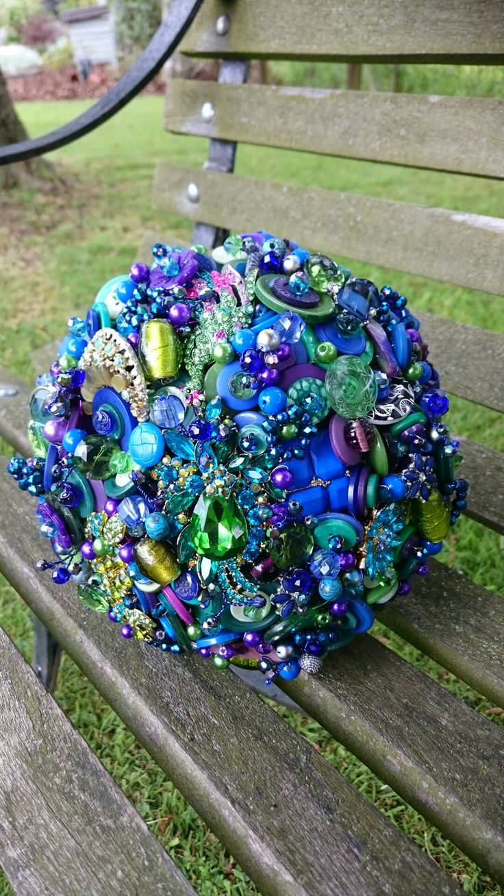 Peacock button and Brooch bouquet.. For sale.. www.dawniesweddingbouquets.co.uk.🌸