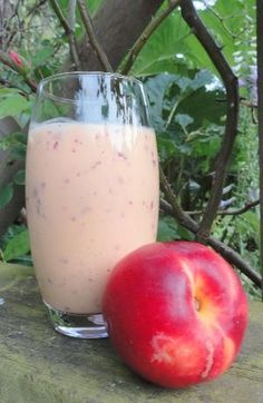Ginger Peach Smoothie: Great for nausea! Healthy pregnancy diet peach smoothie