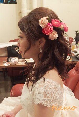 お花たっぷり花冠風ハーフアップの花嫁さま♪  大人可愛いブライダルヘアメイク『tiamo』の結婚カタログ Ameba (アメーバ)