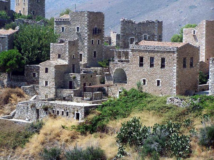 μανιάτικοι πύργοι φτιαγμένοι από πέτρα