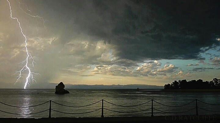 Thunder & lightening Nelson, nz 6th jan 2013.