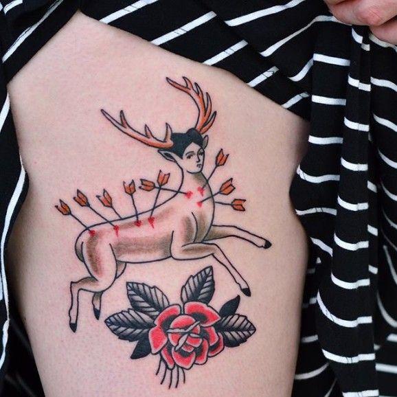 Ciervo inspirado tatuaje de Alejandro Laureano.  Frida Kahlo inspira tatuajes