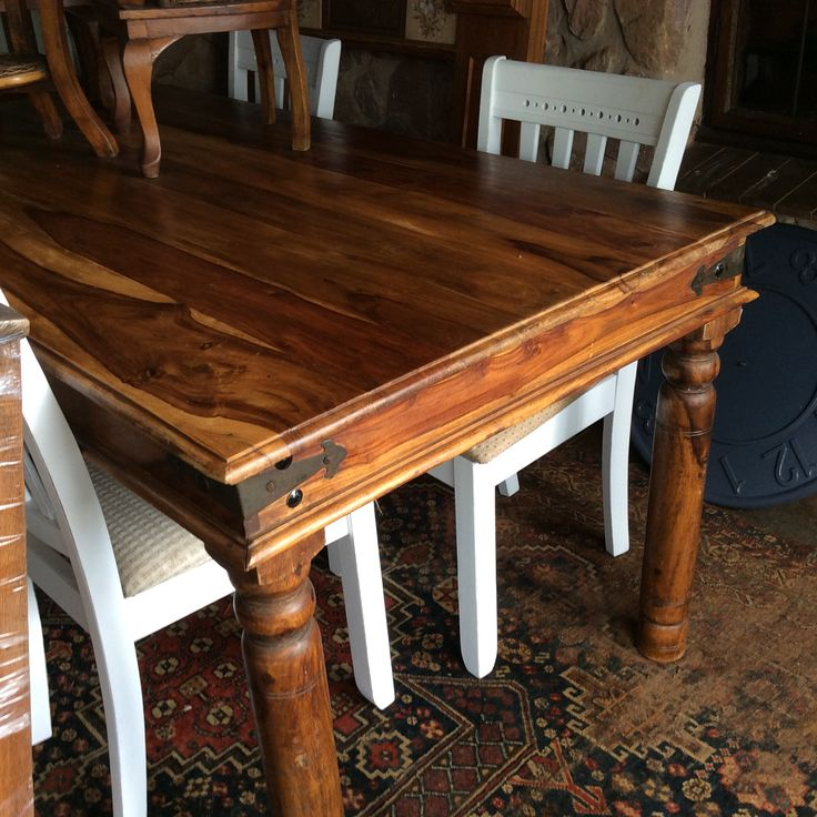 8 seater nice diningroom table R3999