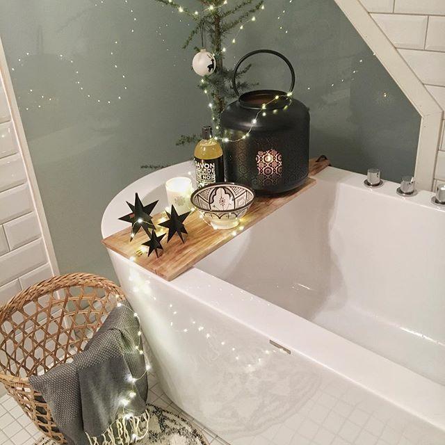 JULEKONKURRANSE! Vi elsker julen og gleder oss til å pynte til jul. 🎄❄️✨ Vi utfordrer derfor alle dere som har et VikingBad produkt til å pynte opp badet / utespaet til jul. Legg ut ditt julebilde på Instagram før 15. desember. Tagg bildet med @vikingbad.no og bruk hashtagg #julebad2017 og #vikingbad. 15. desember publiserer vi 4 finalister, der dere kan stemme frem en vinner.   Premien er ALLE de flotte pynteproduktene i dette bildet, verdi 3300 kr. De lekre produktene kommer fra…
