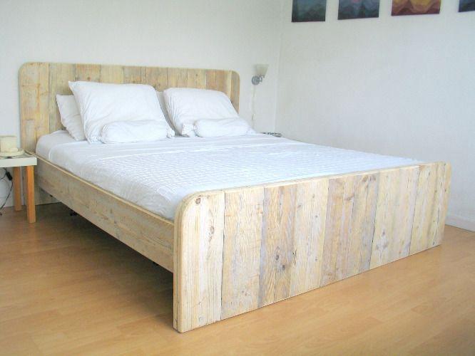 25 b sta id erna om holzbett selber bauen p pinterest holzbalken bett holzbett och kopfteil. Black Bedroom Furniture Sets. Home Design Ideas