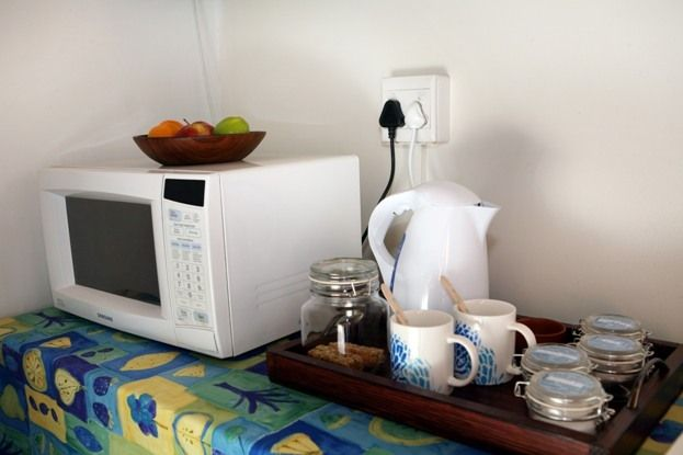 Our self-catering units are equipped with a stove, fridge, freezer and microwave. Pretoria Guesthouse. 3@Marion Guesthouse.