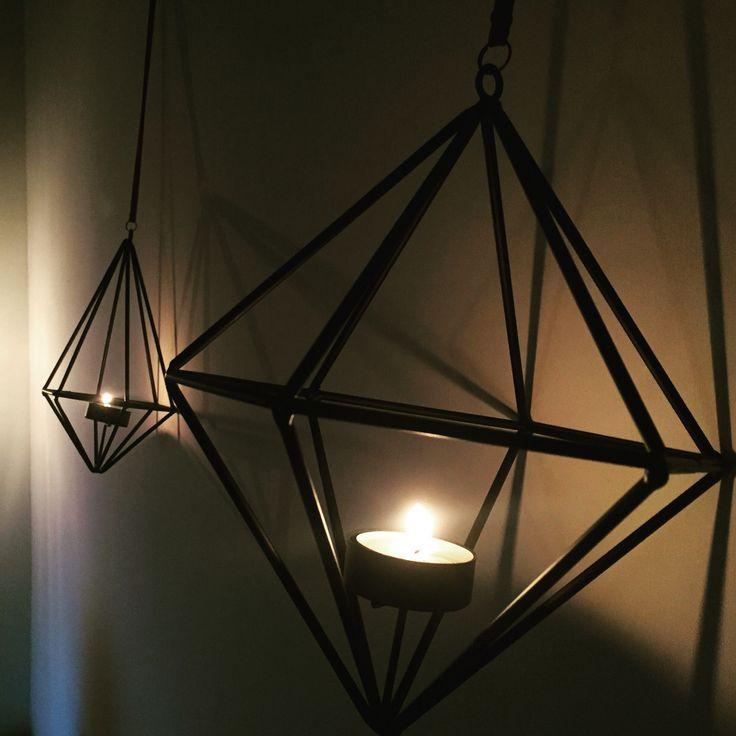 Kaarsen aan de muur