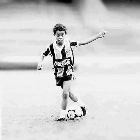 A young Ronaldinho in his Gremio kit.